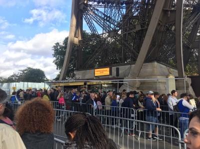 Torre Eiffel - fila para comprar ticket