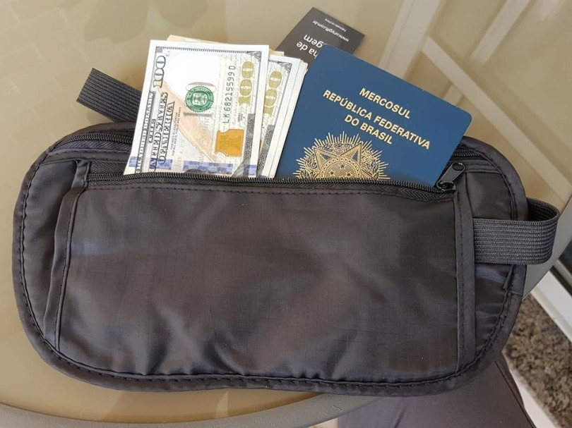 pochete-doleira-porta-dinheiro-passaporte-documentos-D_NQ_NP_997867-MLB26985302375_032018-F